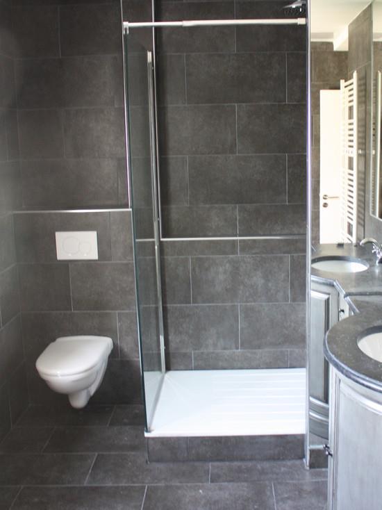 Salle de bain 2 renobat for Salle de bain avec carrelage gris fonce